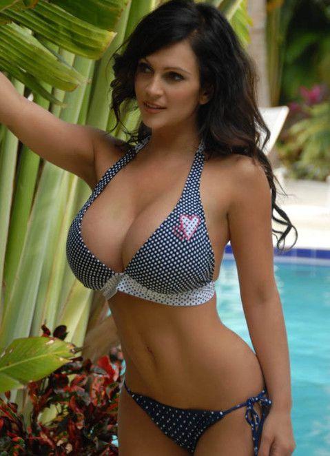 Красивая девушка с 5 размером груди на фото